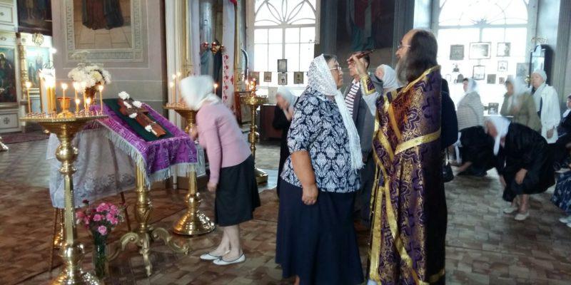 Праздник Происхождения(изнесения) Честных Древ Животворящего Креста Господня
